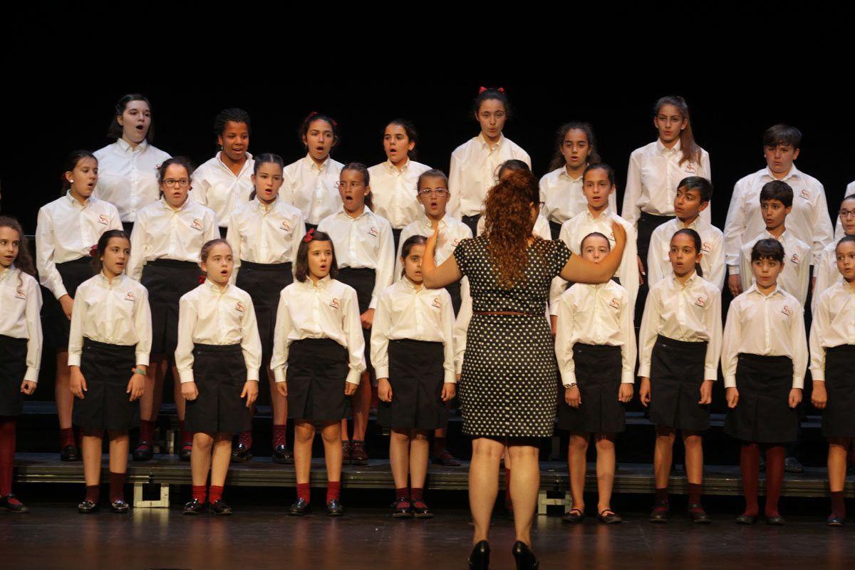 Los alumnos del precoro coro de ni os y coro juvenil for Salamanca 24 horas
