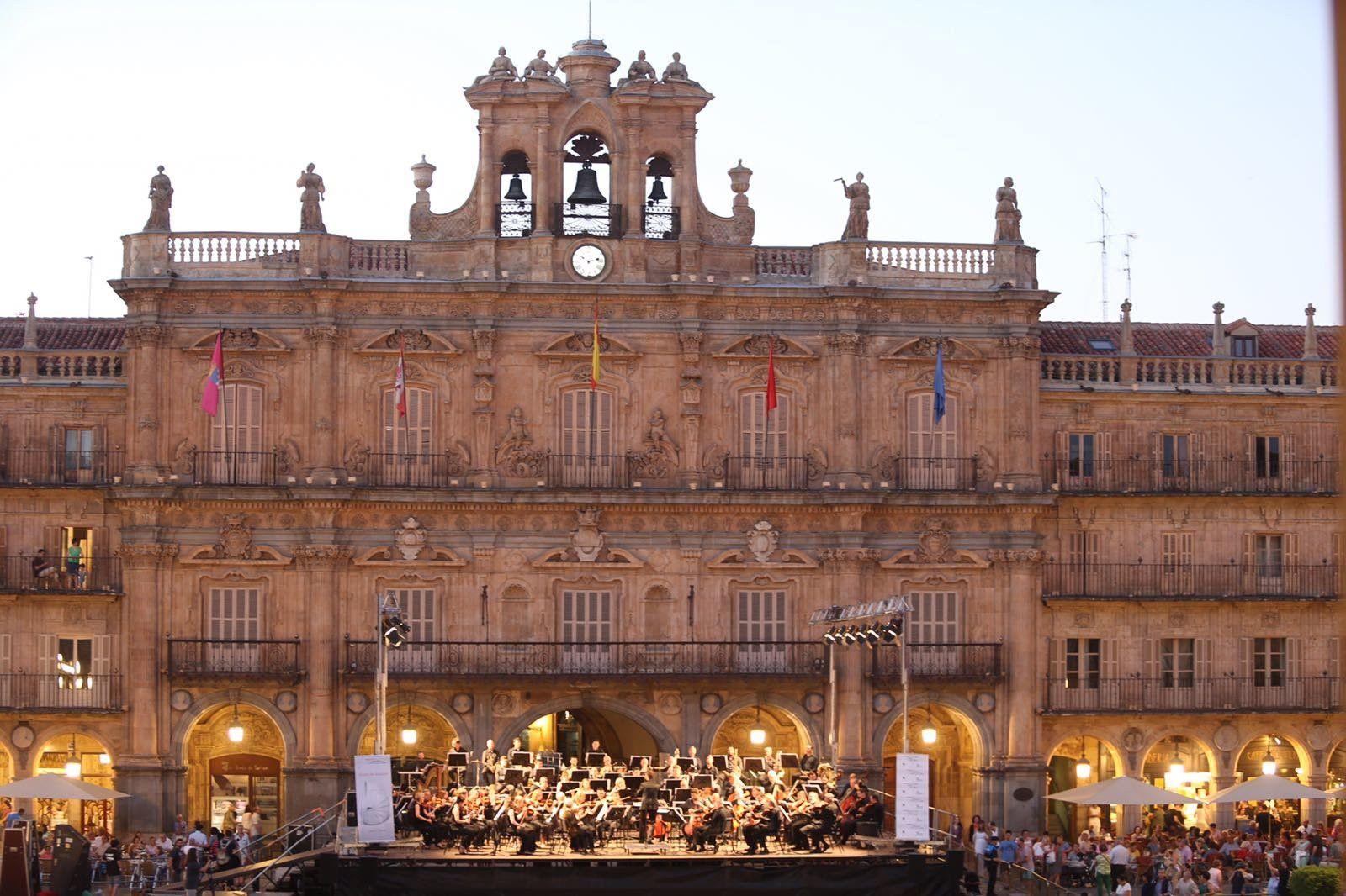 La oscyl enamora a salamanca durante su espectacular for Salamanca 24 horas