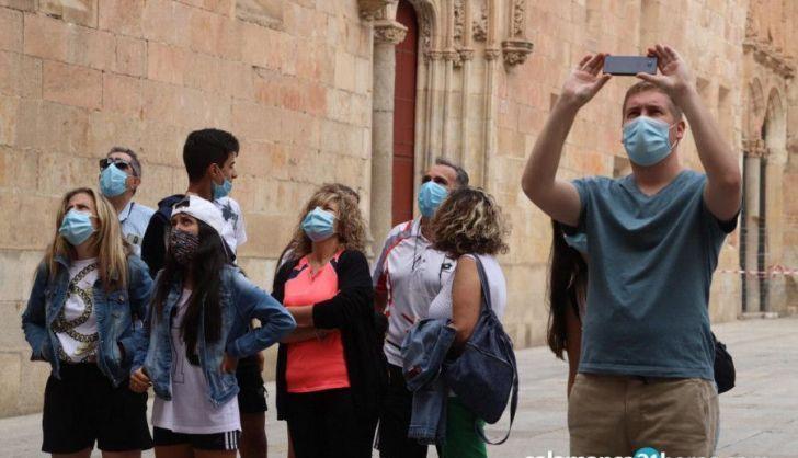 Turistas visitan Salamanca durante el pasado verano, en plena pandemia