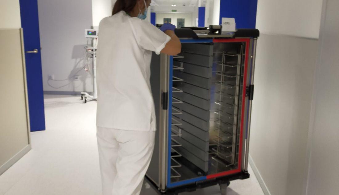 De la Prensa... Los técnicos de enfermería del Hospital de Salamanca denuncian que se ven obligados a hacer funciones de cocina y limpieza [Enlace Dentro] Una-tecnido-de-enfermeria-en-el-nuevo-hospital-de-salamanca_11_1100x632