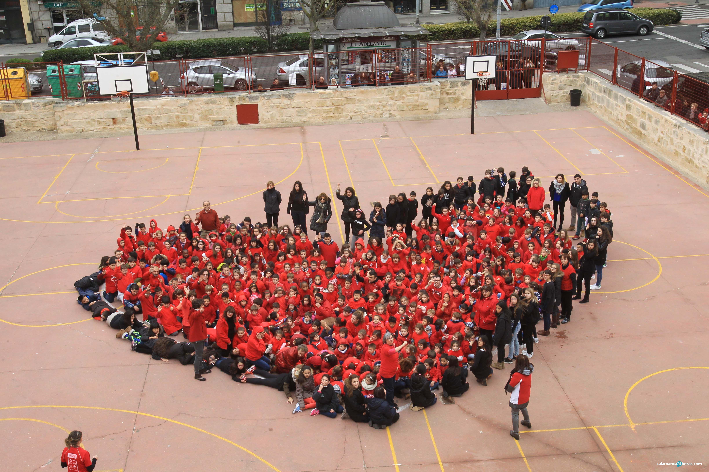 El colegio padre manj n realiza un mosaico humano para for Cerrajeros salamanca 24 horas