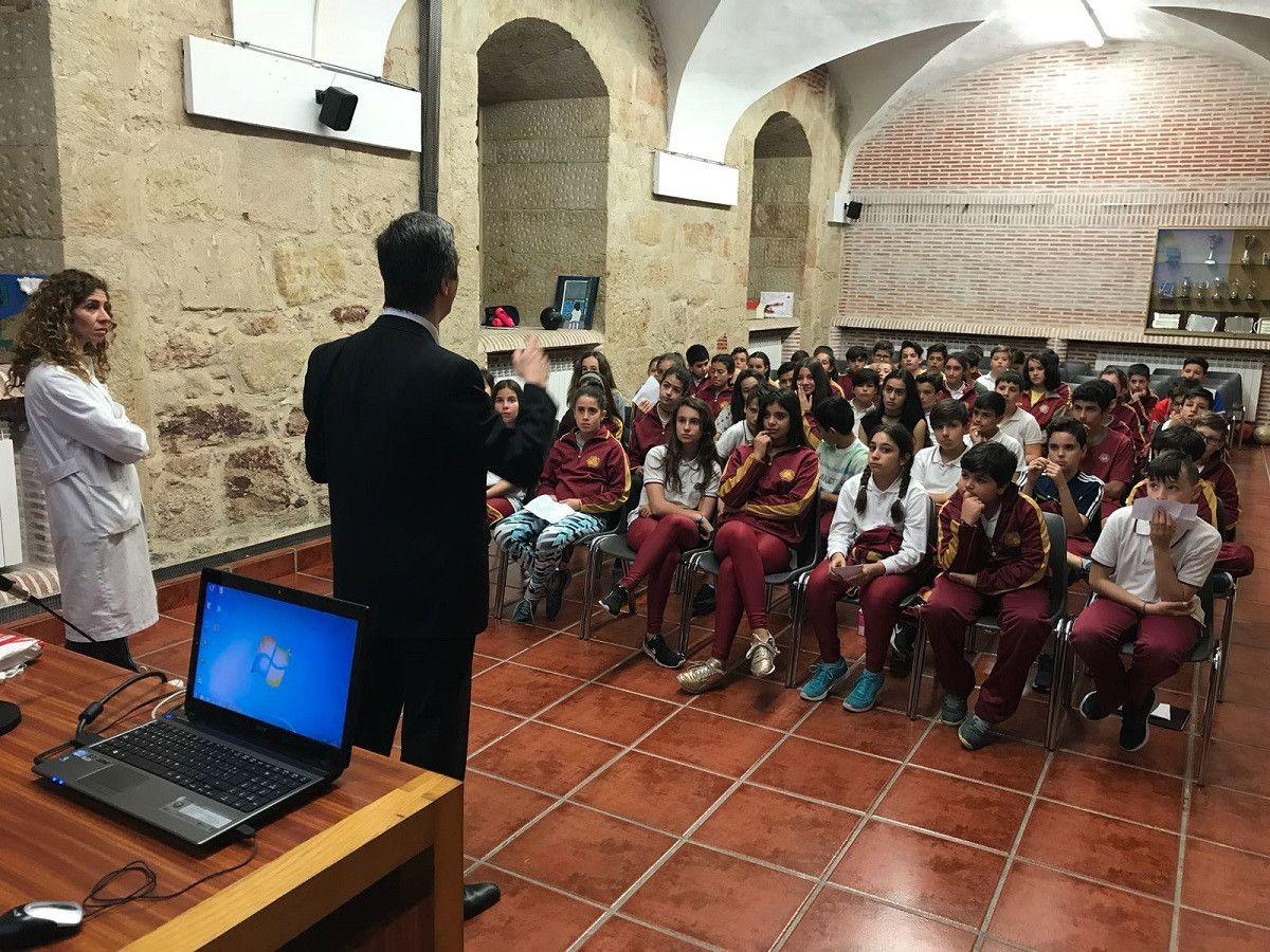 El concejal de Deportes visita el colegio Maestro Ávila y cuenta a ...