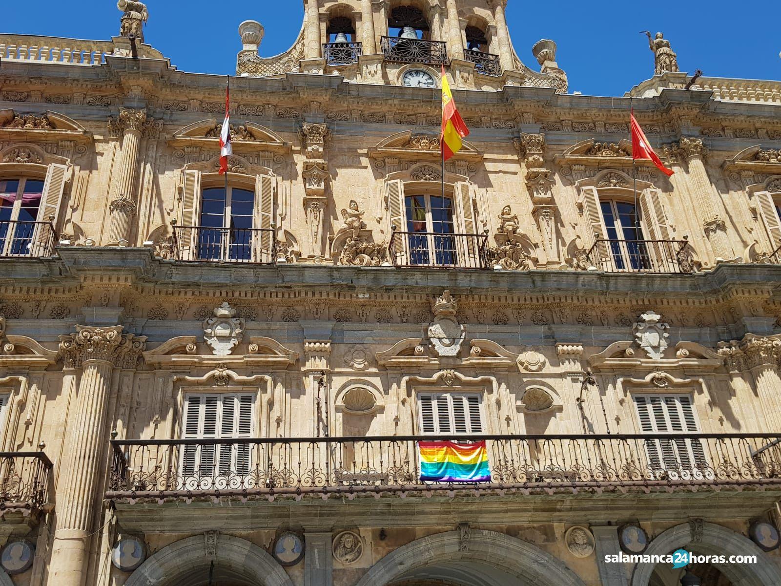 Bandera lgtb en el ayuntamiento de salamanca