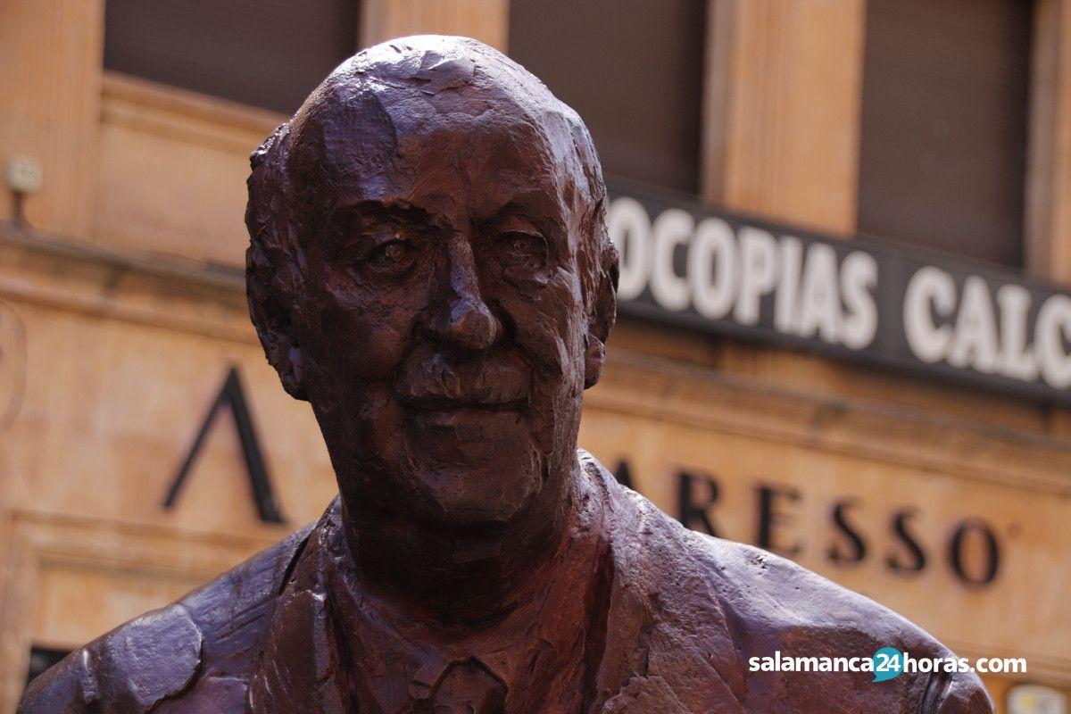 Estatua Vicente del Bosque2