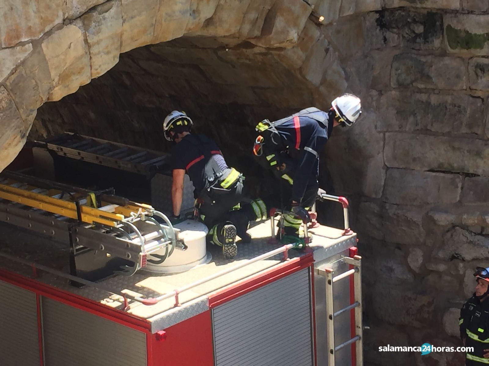Un camión arranca varias piedras del puente situado en el Arroyo de Santo Domingo - Salamanca 24 Horas