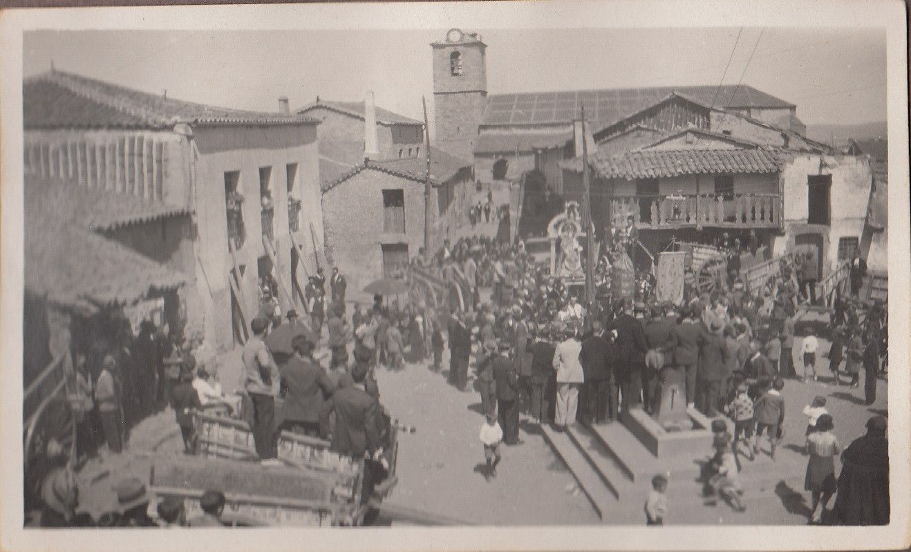 Procesiu00f3n en la plaza, foto recogida en Cespedosa