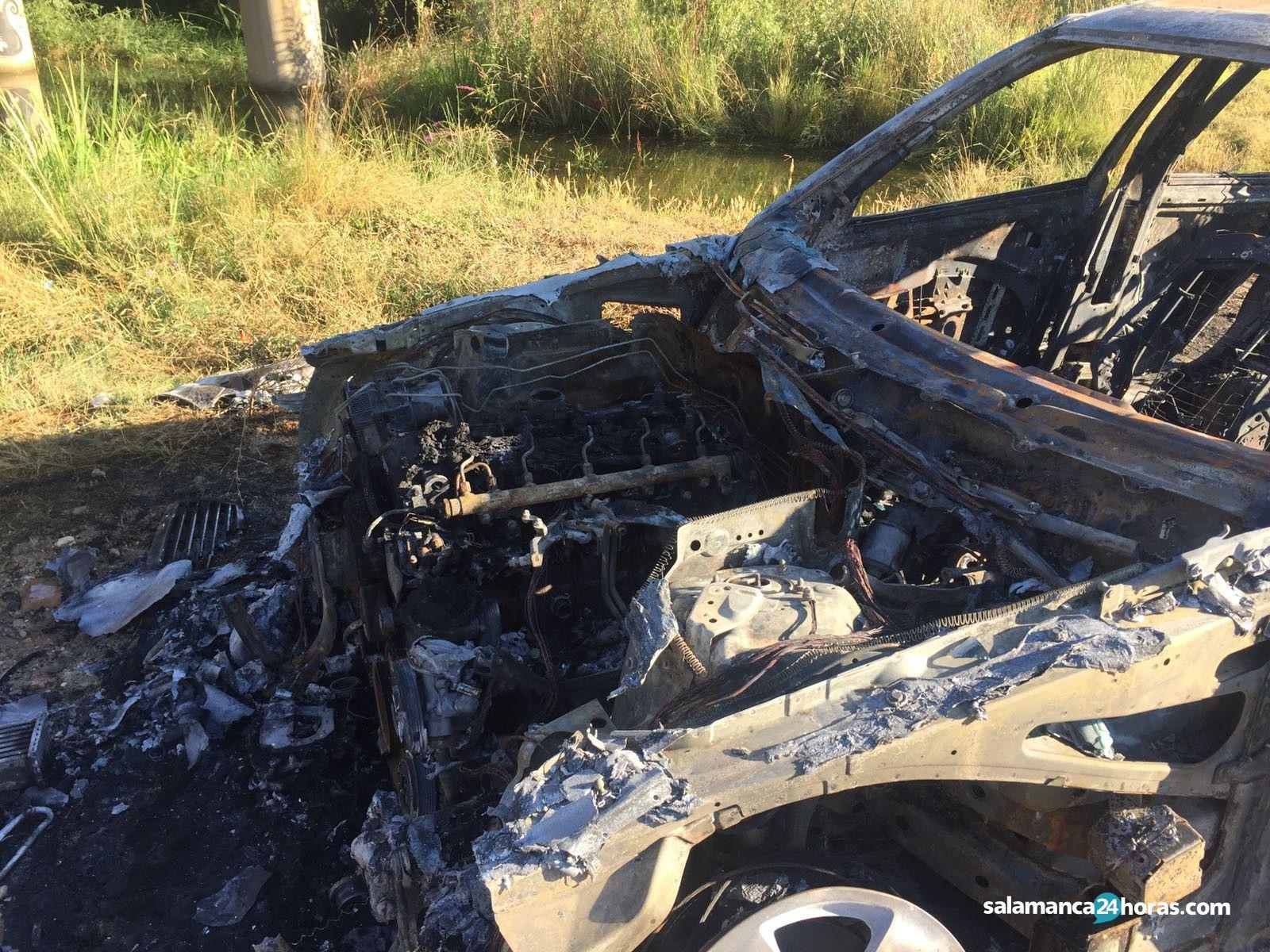 Coche incendiado Villamayor 3