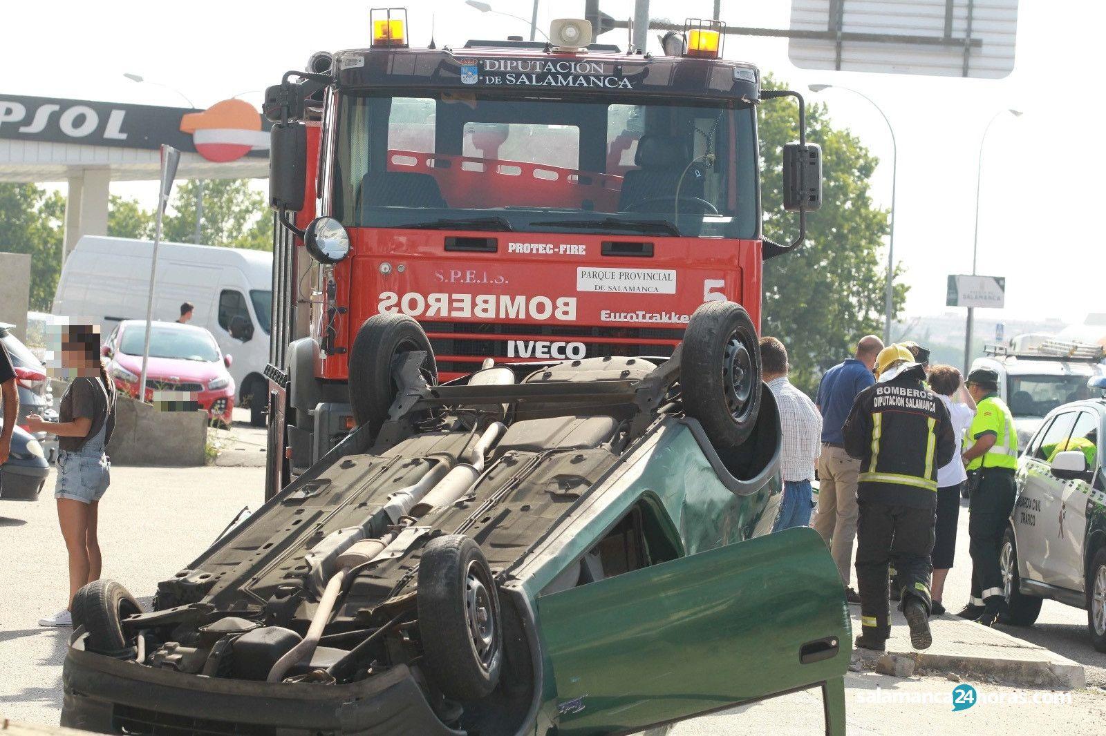 Vuelco coche Bomberos Villares Guardia Civil (9)