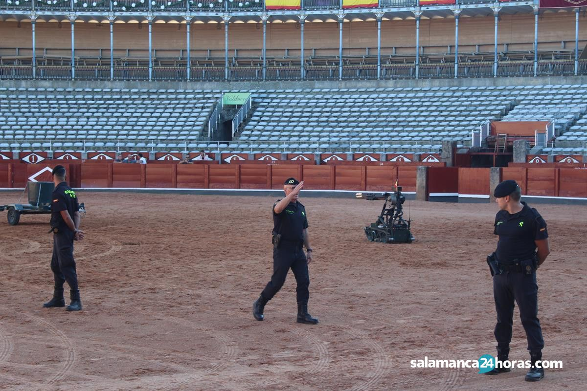 Ensayo de la Guardia Civil en la Plaza de Toros