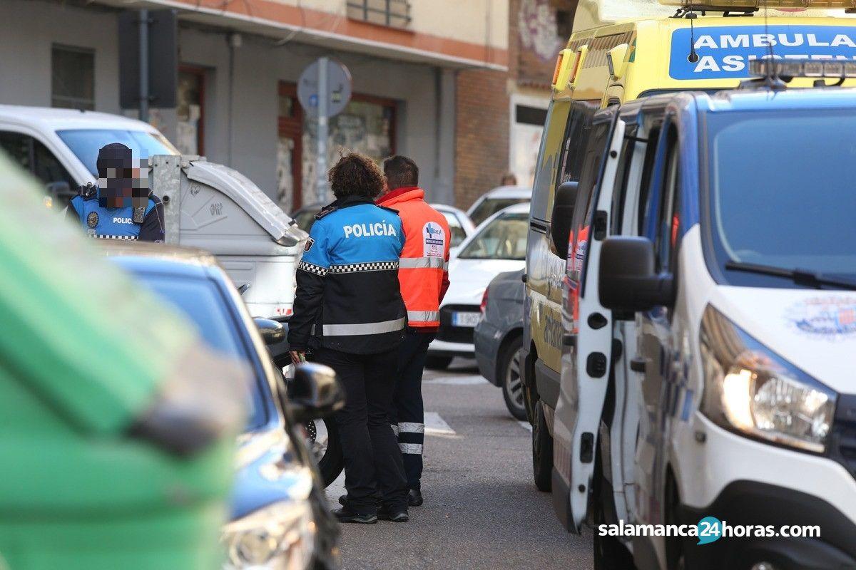 Ambulancia Policía Local calle Gutenberg (2)