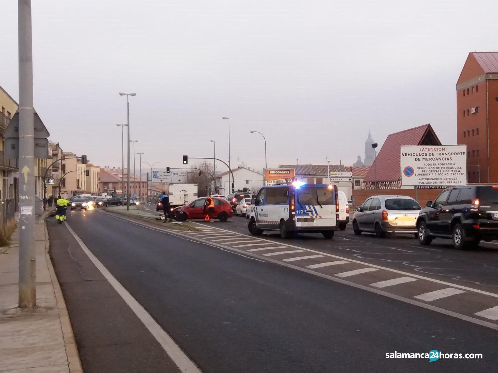 Accidente farola avenida Saavedra y fajardo (2)