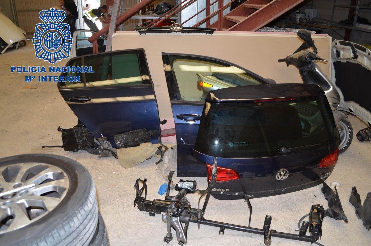 Desarticulada una red que robaba coches para vender sus piezas 1527415822503