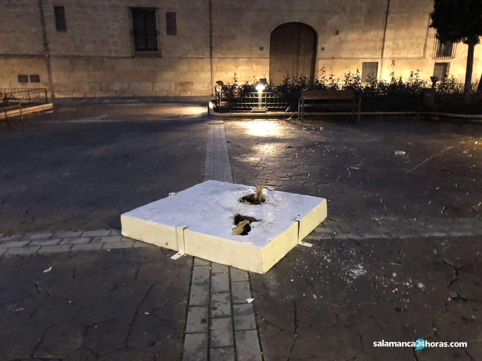 Arrancan una escultura de Xu Hongfei (1)