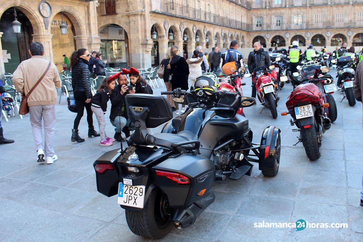 Exhibicion motos en la plaza mayor (3)