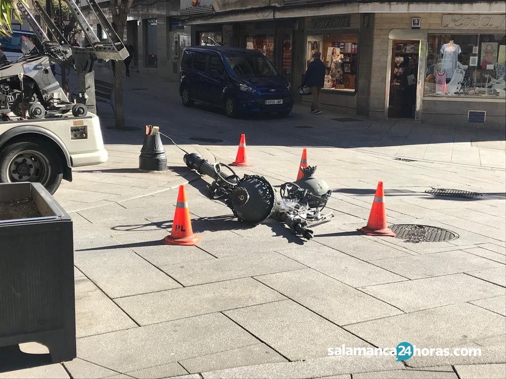 Grúa municipal tira farola en calle Bientocadas 1
