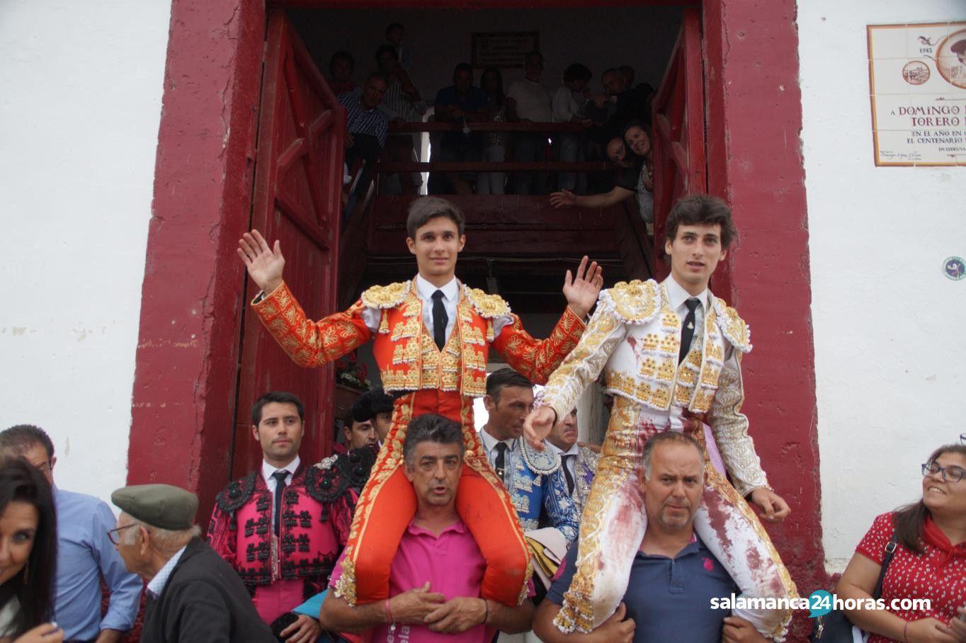Novillada de Antonio Grande y Manuel Diosleguarde en Ledesma a hombros