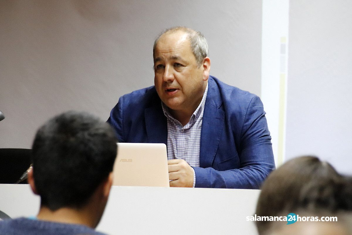 Inauguracion de las VIII Jornadas sobre Historia y Comercio e Industria en Salamanca (11)