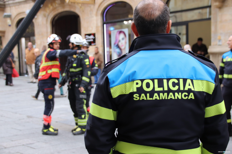 Policía Local en calle Zamora