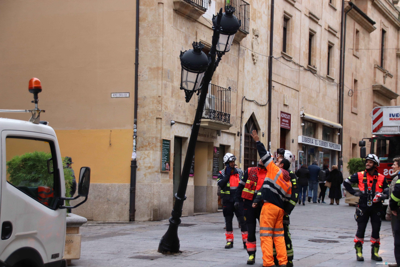 Farola arrancada en calle Zamora (33)