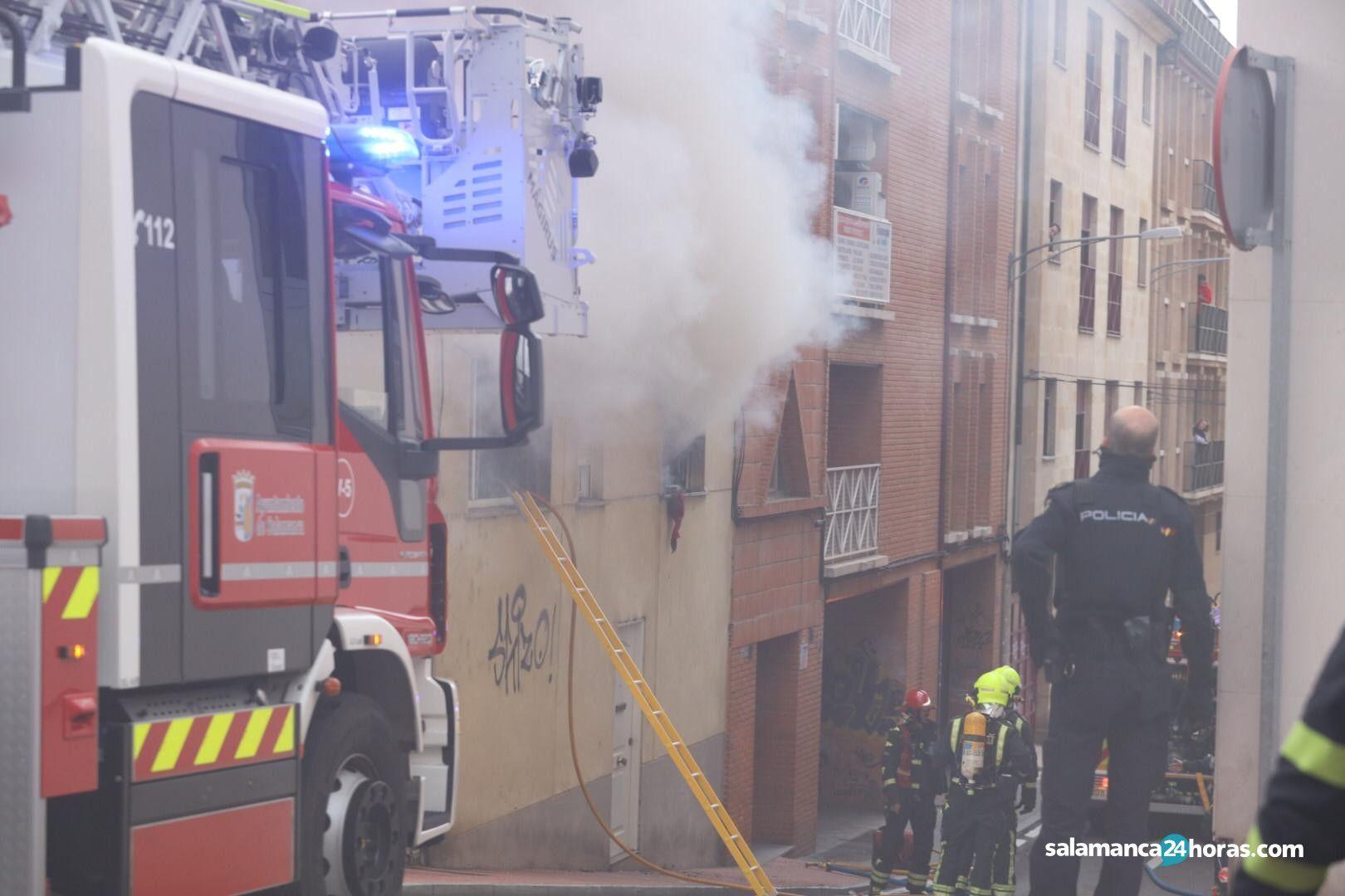 Bomberos incendio calle imperial (8)