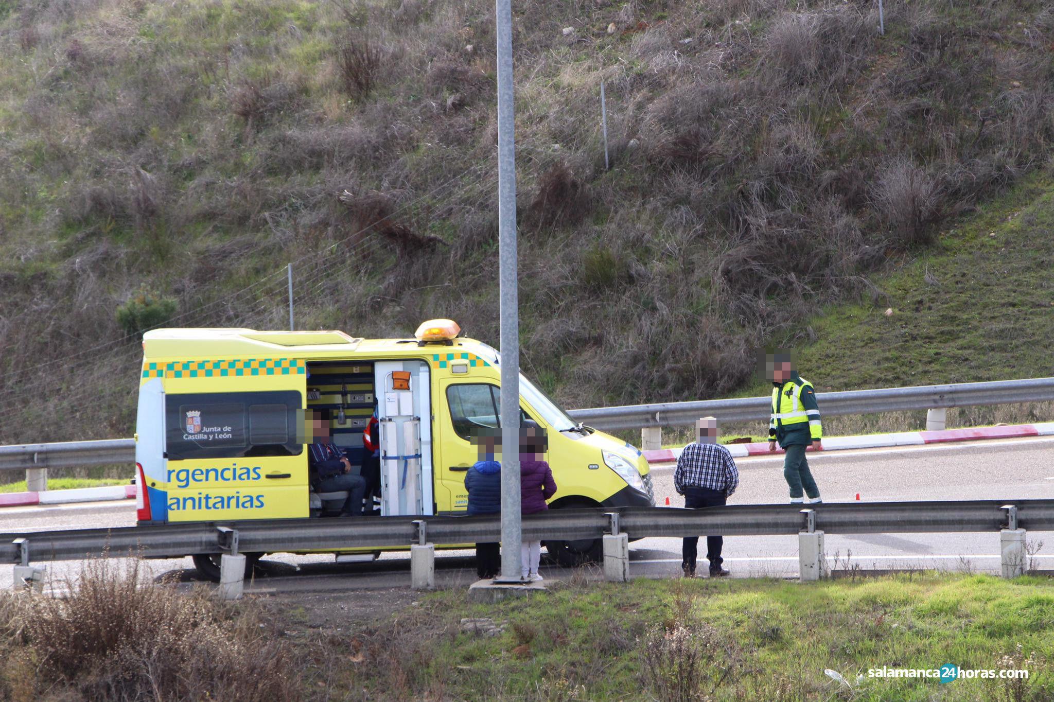Accidente coche turismo en Aldeatejada (4)