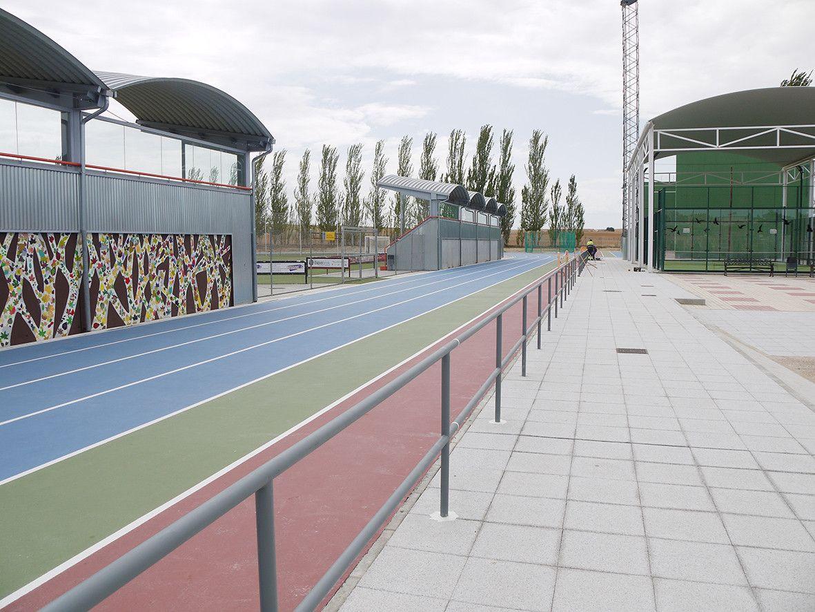 Barandilla perimetral pista atletismo 2
