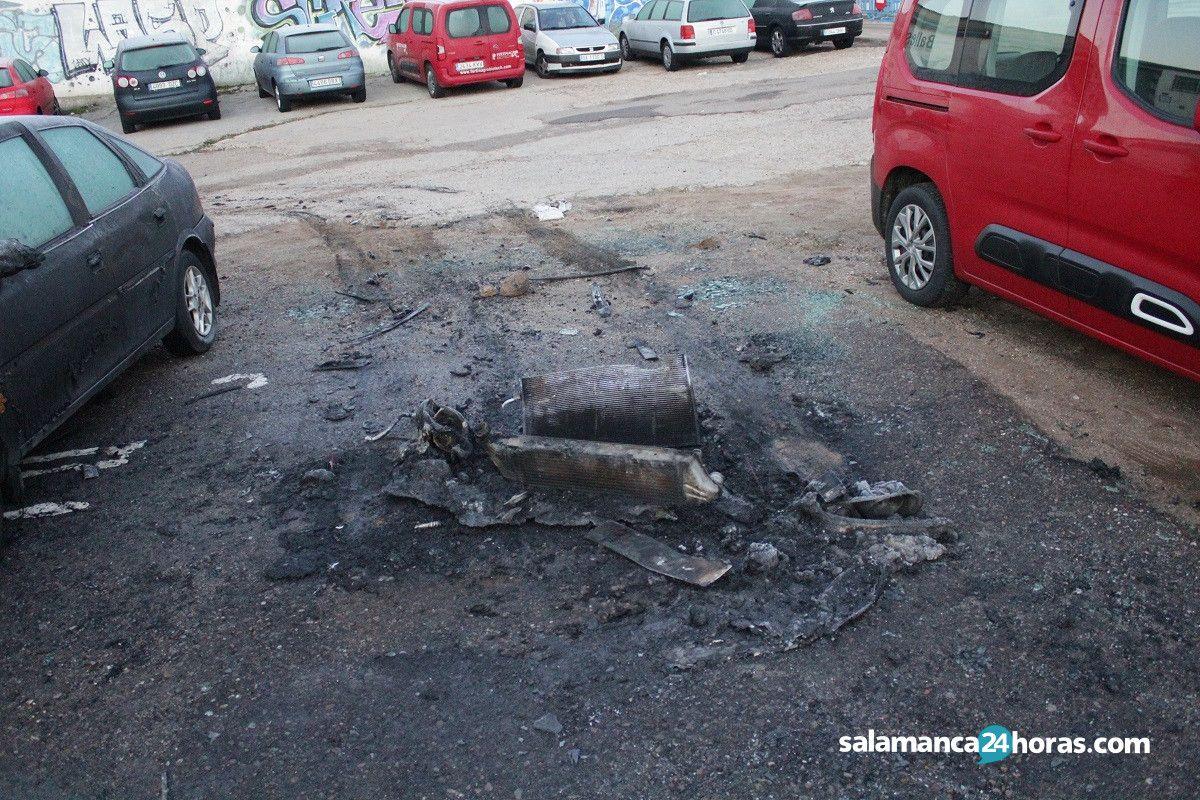 Coche calcinado avenida de Salamanca (8)