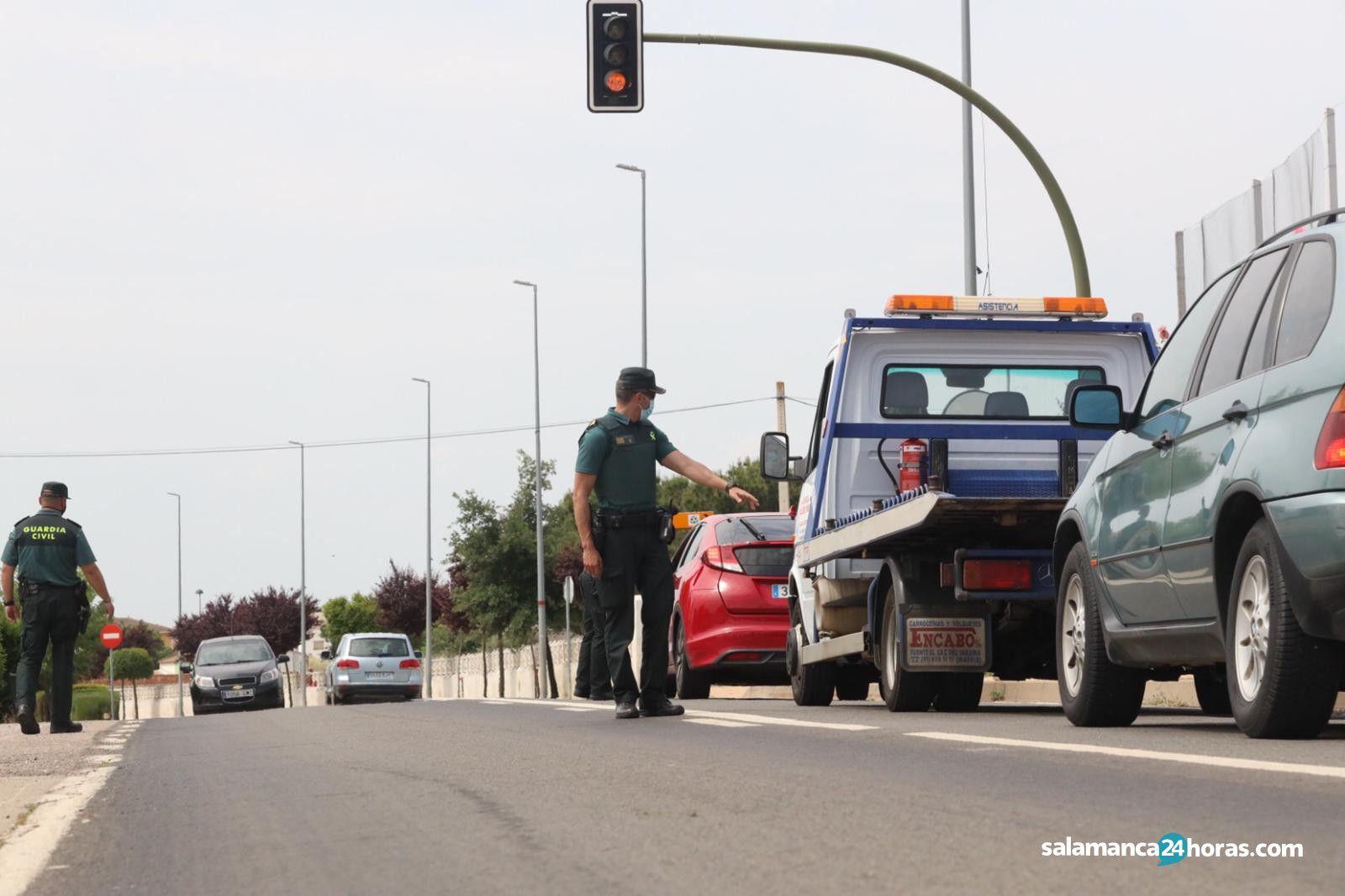 Controles de la Guardia Civil para evitar el desplazamiento a los pueblos y el turismo (1)