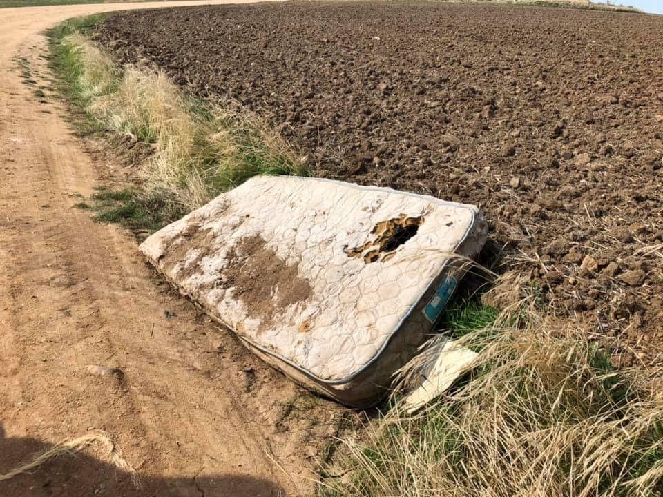Escombreras en Terradillos (1)
