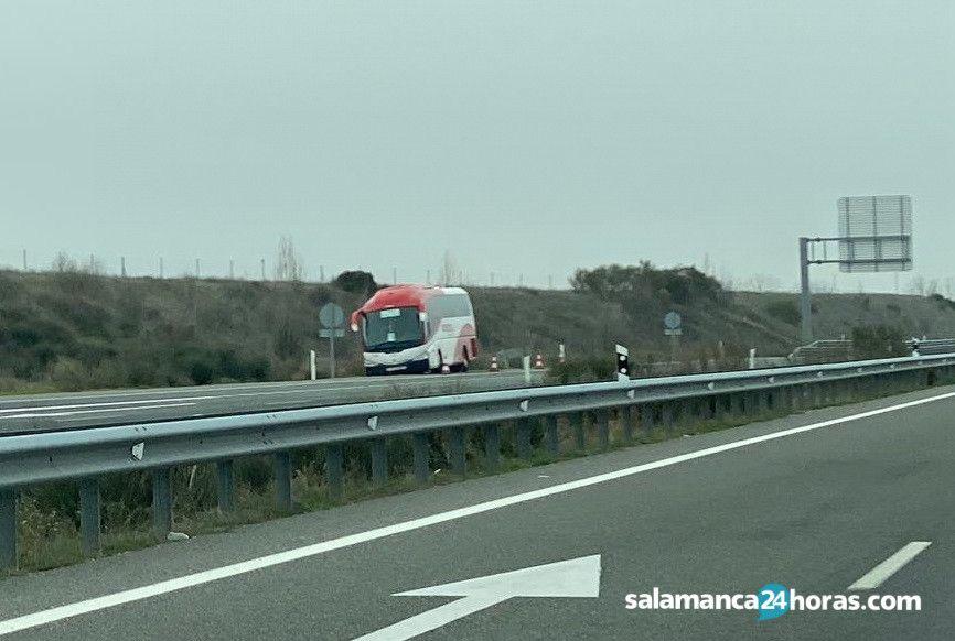 Autocar Avanza en A 50 (2)