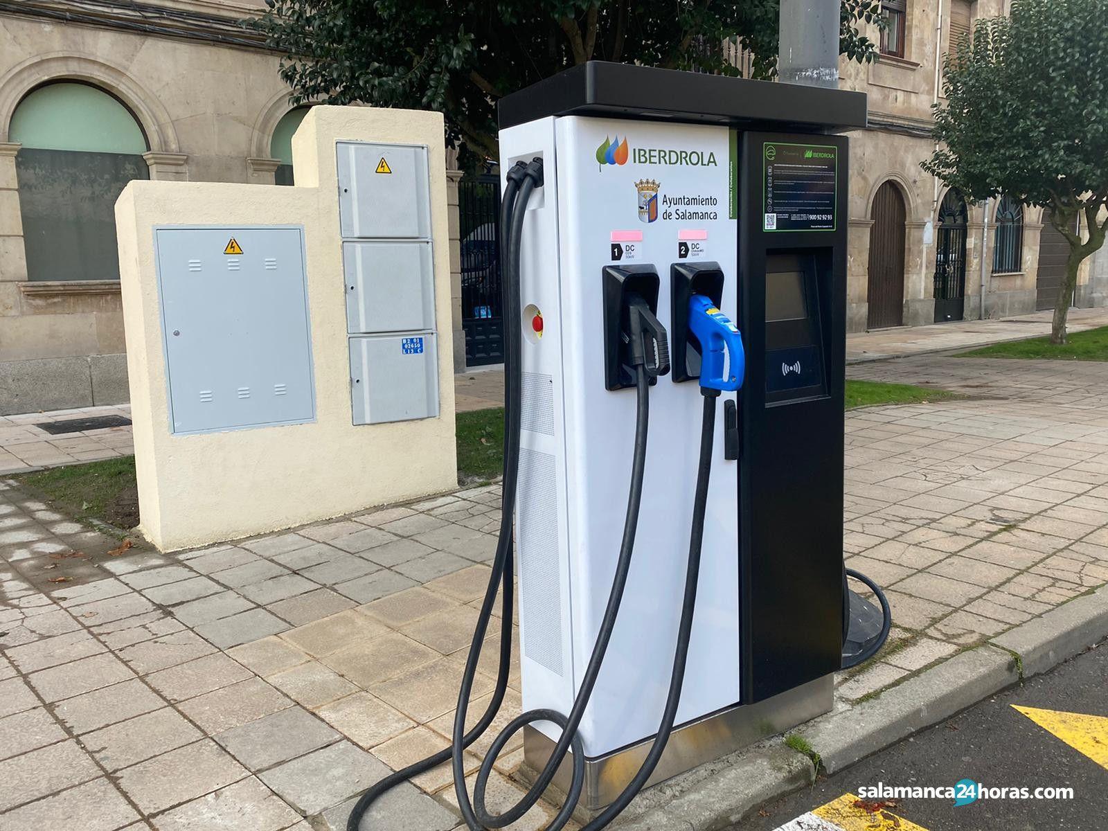 Cargador vehículos eléctricos paseo del Rector Esperabé (4)