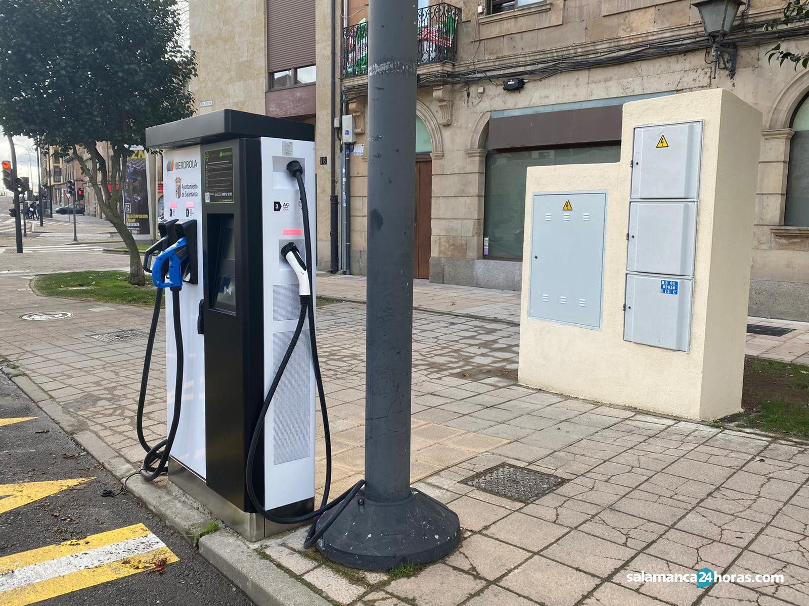 Cargador vehículos eléctricos paseo del Rector Esperabé (2)