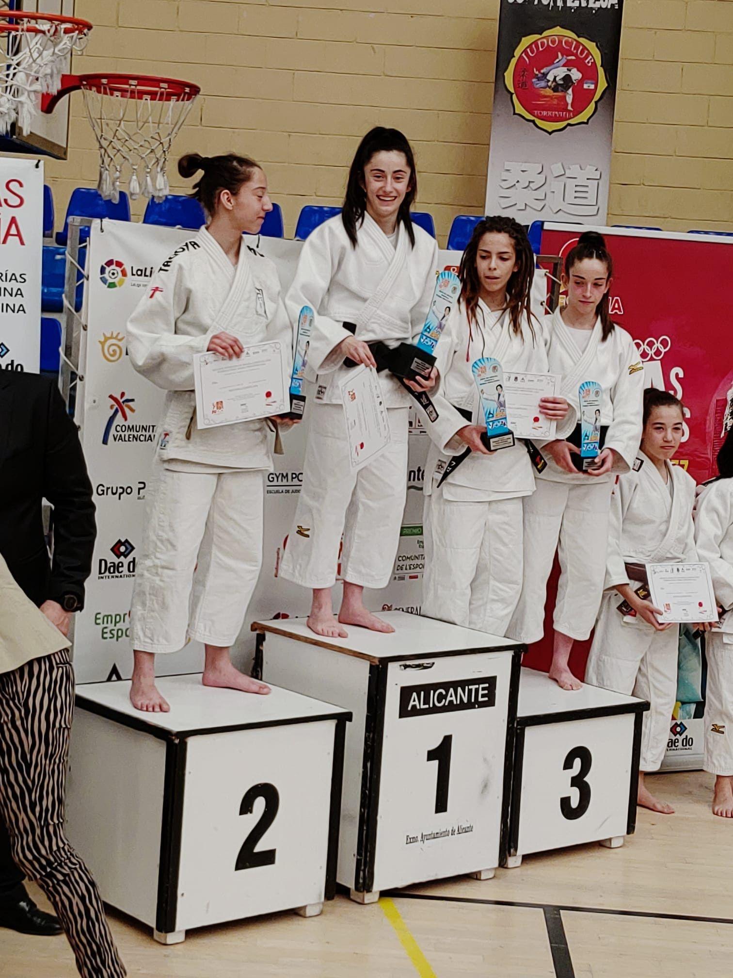Carla en podium Alicante 2020
