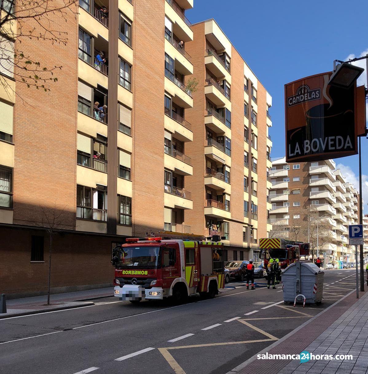 Bomberos en calle del Doctor Gómez Ulla (25 3 2020) (3)