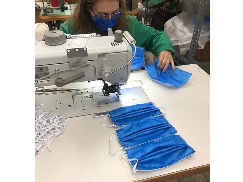 1585743294640 marjoman del cuero a la tela fabrica batas y mascarillas