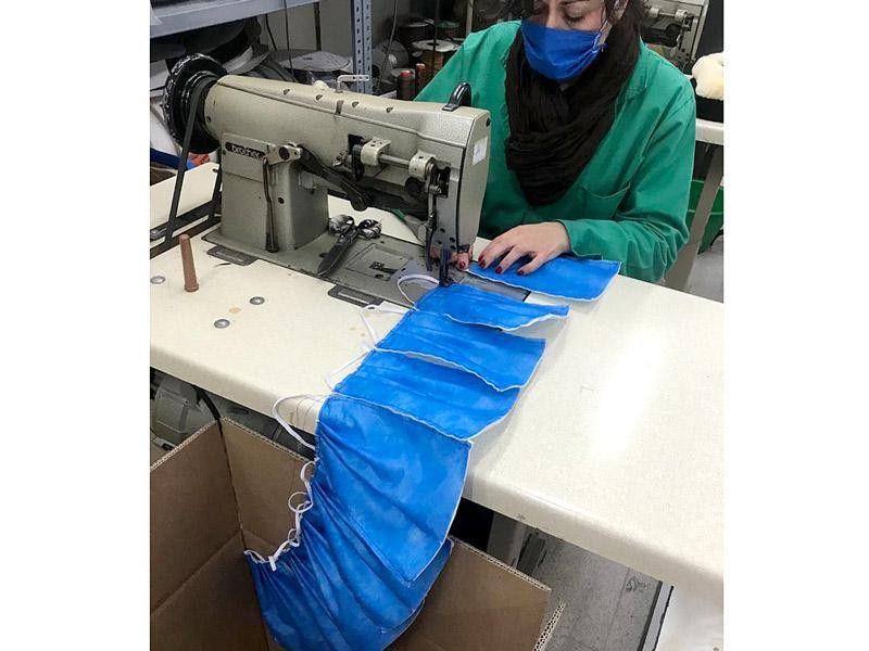 1585743283275 marjoman del cuero a la tela fabrica batas y mascarillas