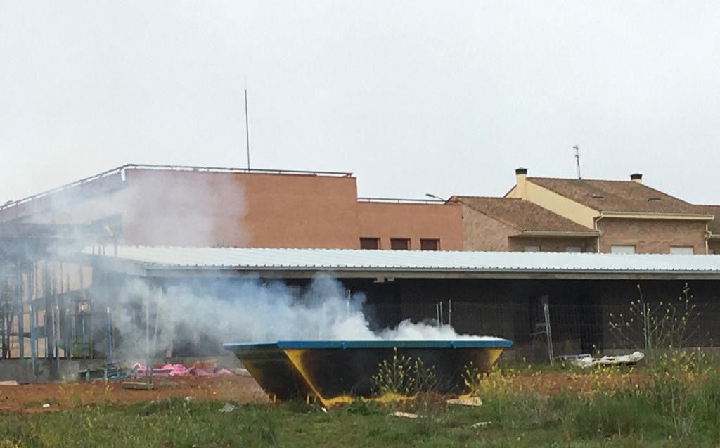 Incendio contenedor Carrascal Barregas (1)
