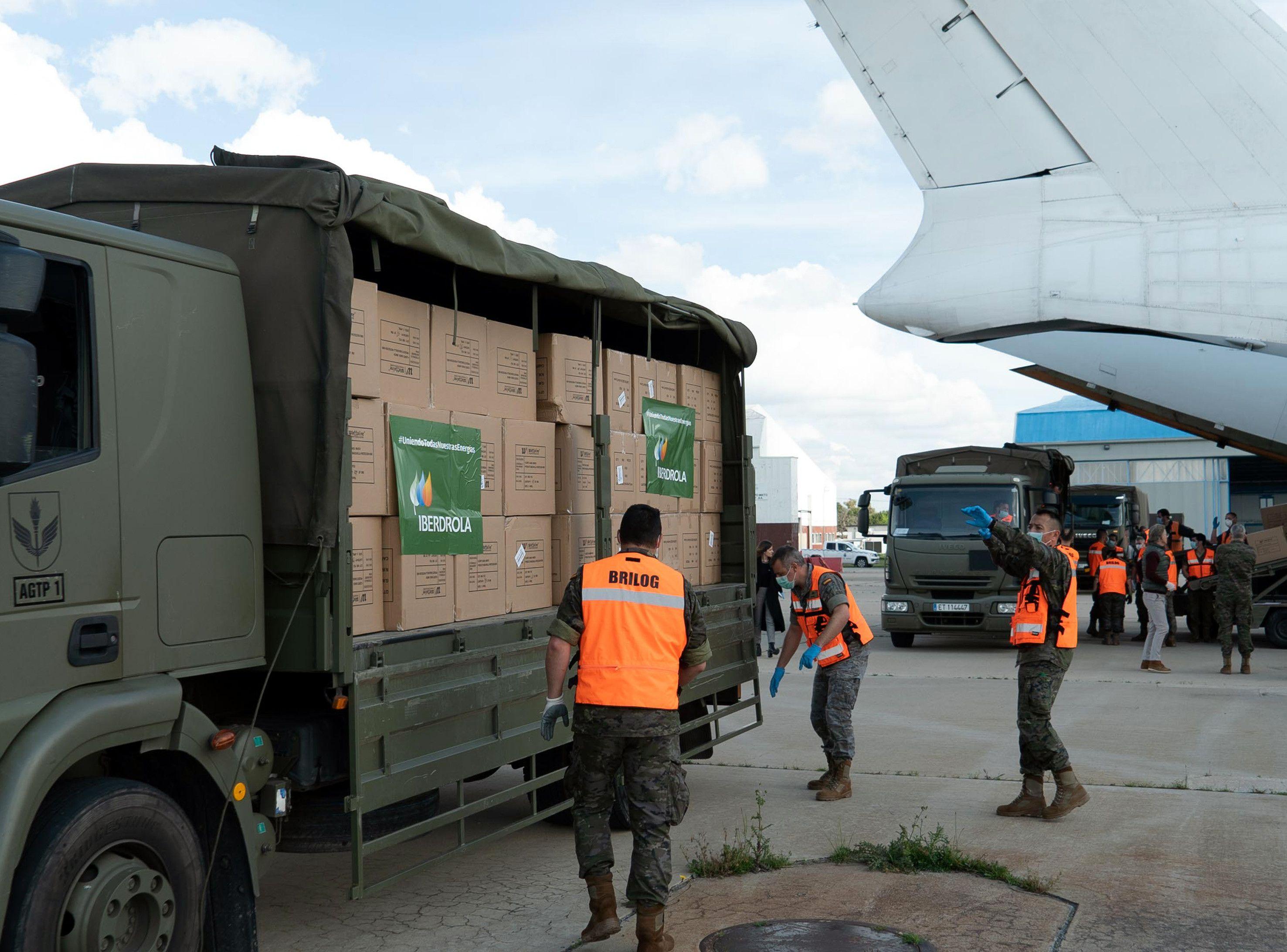 2020 04 11. El Eju00e9rcito transporta material donado Iberdrola 3