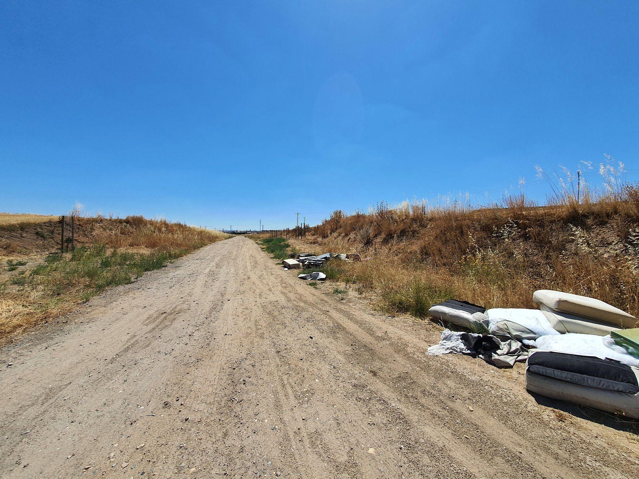 Calzada de Medina vertidos julio 2020 (3)