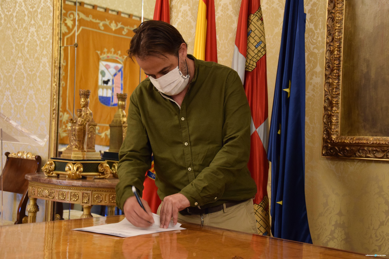 Firma convenio recuperación del turismo (4)