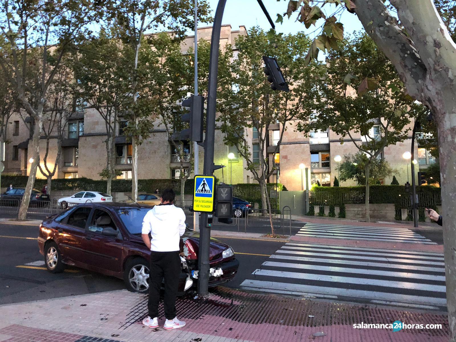Accidente paseo de san vicente semáforo (3)
