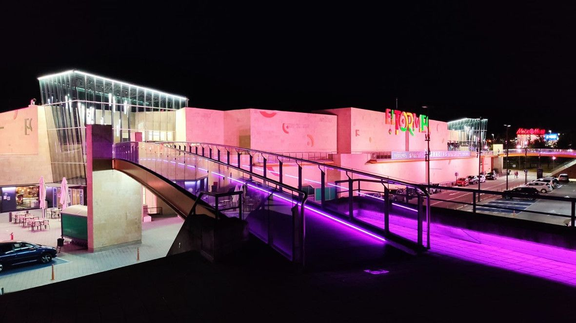 El Tormes, de rosa por el Du00eda Mundial contra el cu00e1ncer de mama (3)