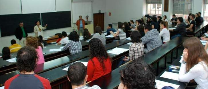 El ministerio de educaci n convoca mil plazas para for Educacion exterior marruecos