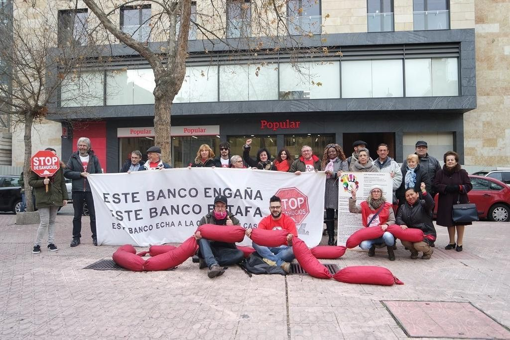Stop desahucios obliga a recular al banco popular para no for Oficina principal banco popular