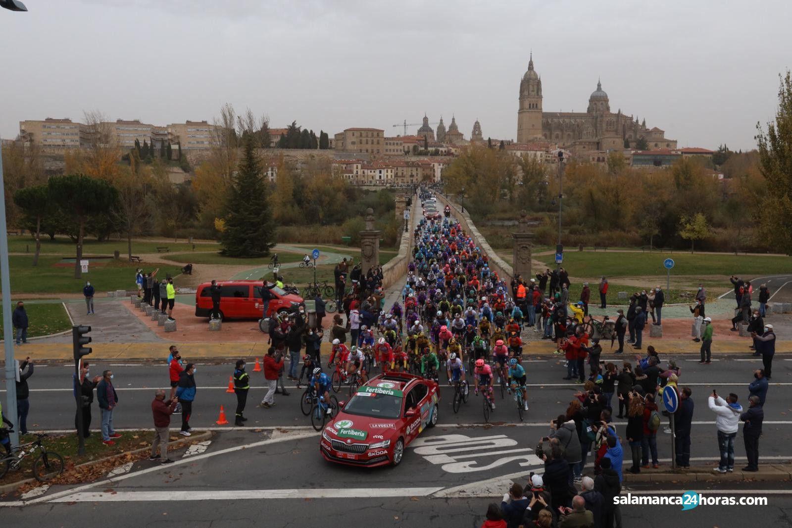 La vuelta ciclista puente romano  (7)