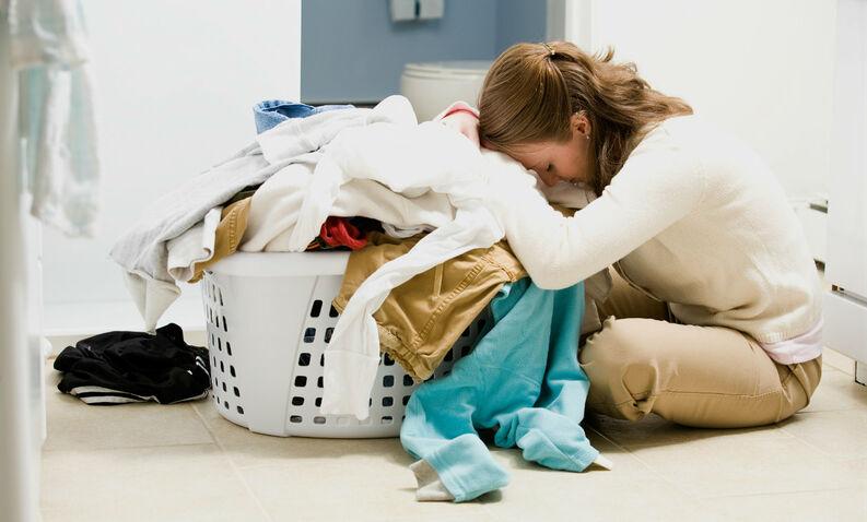 Cuántas horas dedicamos al año a lavar la ropa?