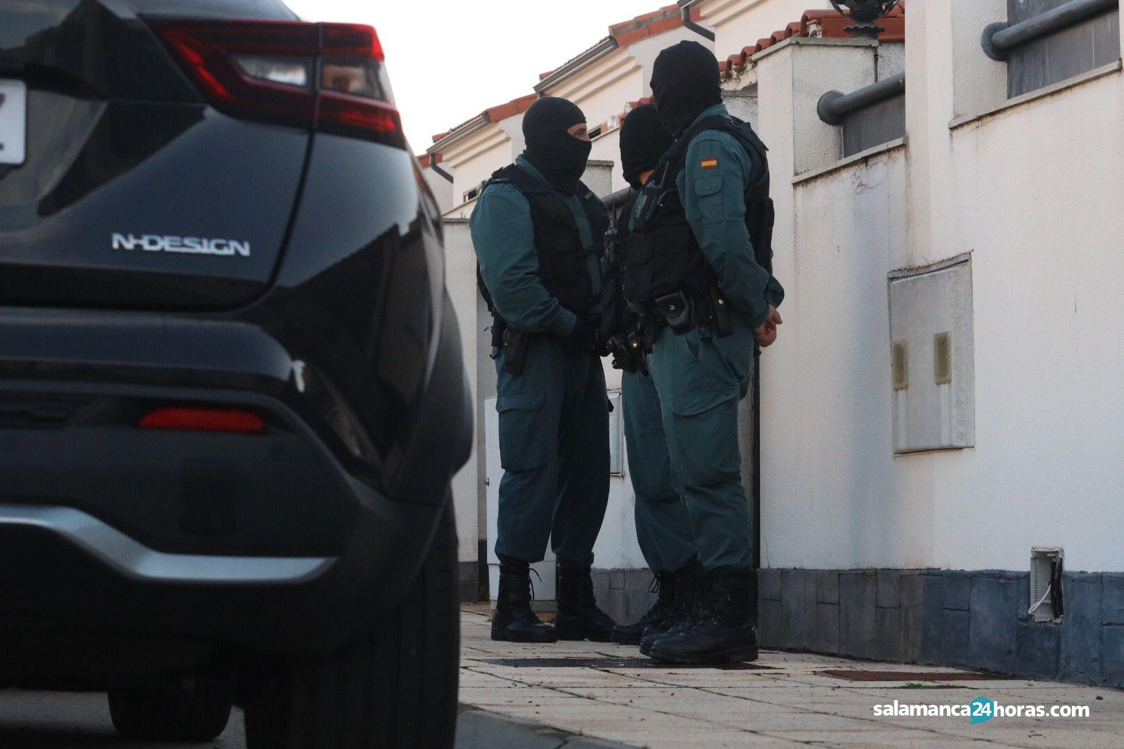 La guardia civil registra una casa en doñinos (4)